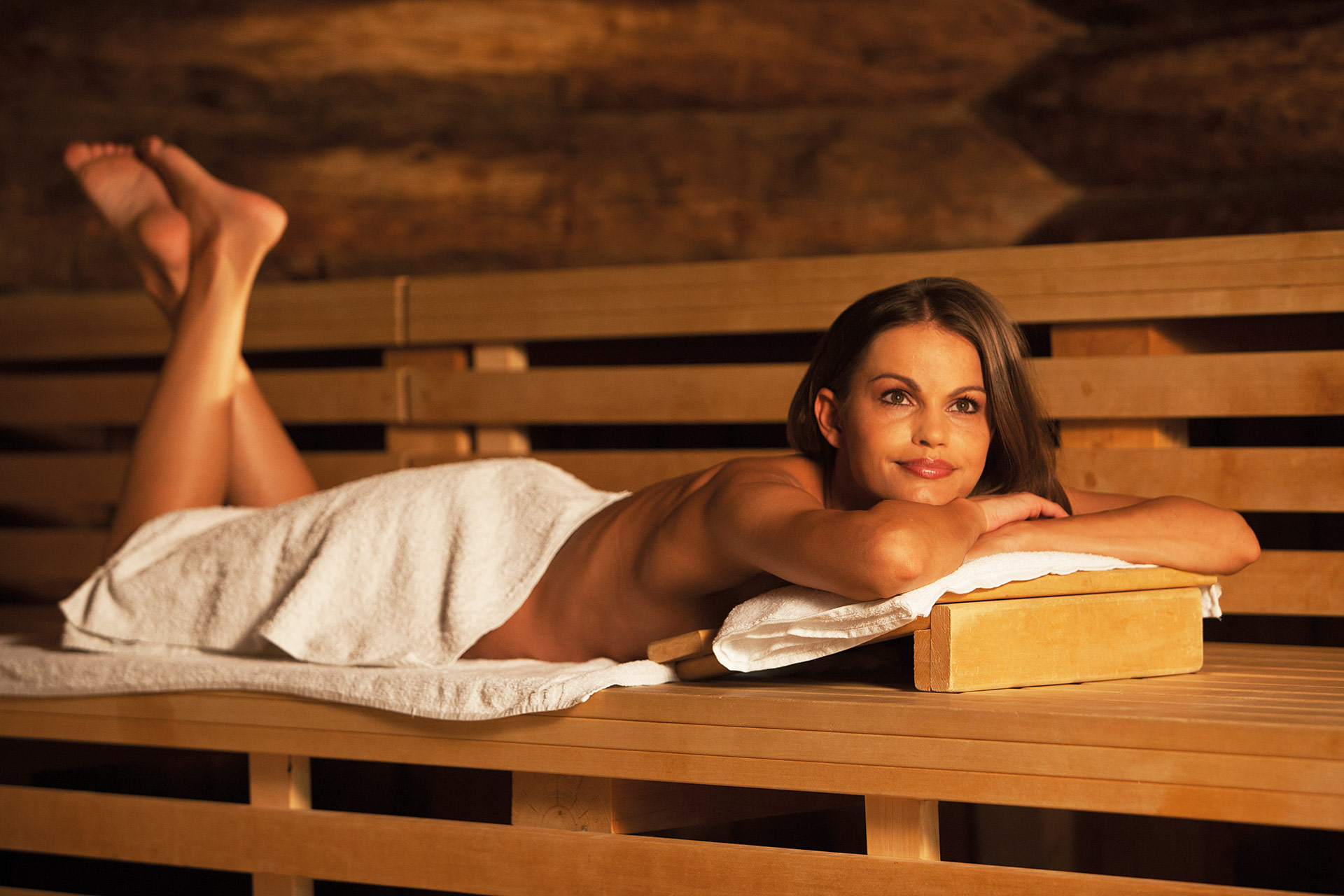 sauna therme wellness saunalandschaft leipzig. Black Bedroom Furniture Sets. Home Design Ideas